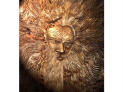 """""""Il vecchio"""": pannello in bassorilievo in legno di cirmolo patinato a finitura miele"""